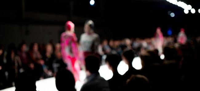 Raccogliere Fondi Organizzando Una Sfilata di Moda